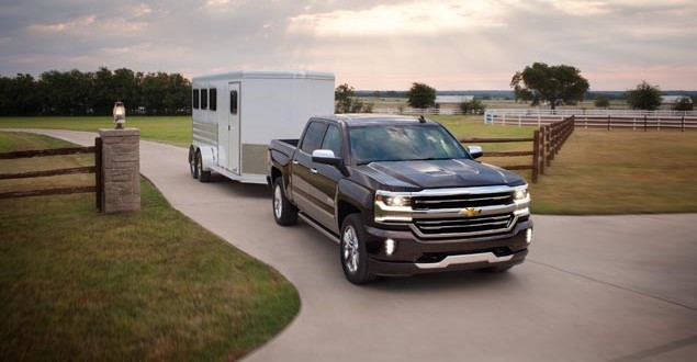 GM Building Previous-Generation Trucks Until Late 2019