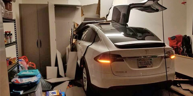 Model X Owner Suing Tesla Claiming Sudden Acceleration Caused Crash