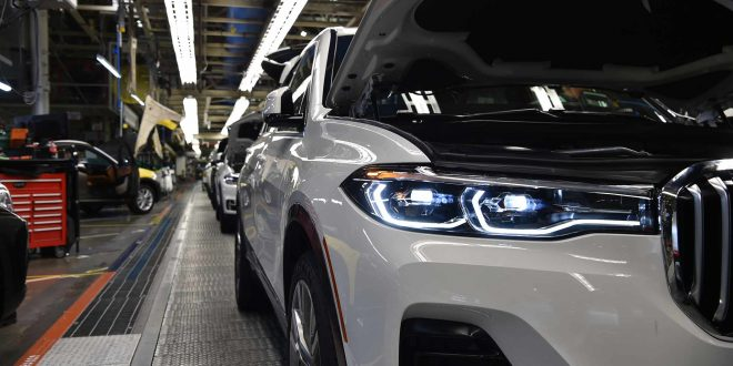 BMW X7 Pre-Production Process Offers Official First Look