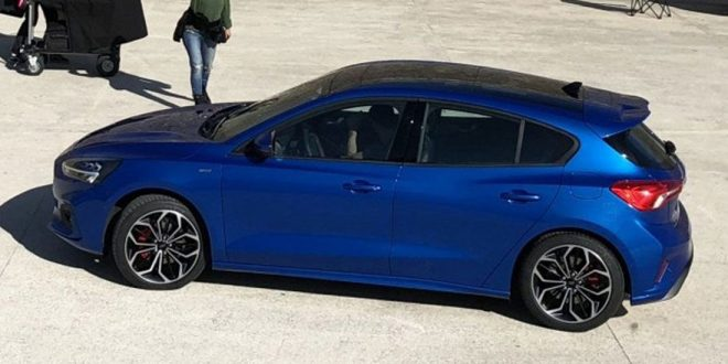 Redesigned Ford Focus Caught Naked at Photo Shoot