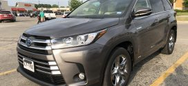 Now Testing: 2018 Toyota Highlander Hybrid Limited Platinum