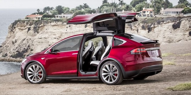 Tesla Reduces Model X Price
